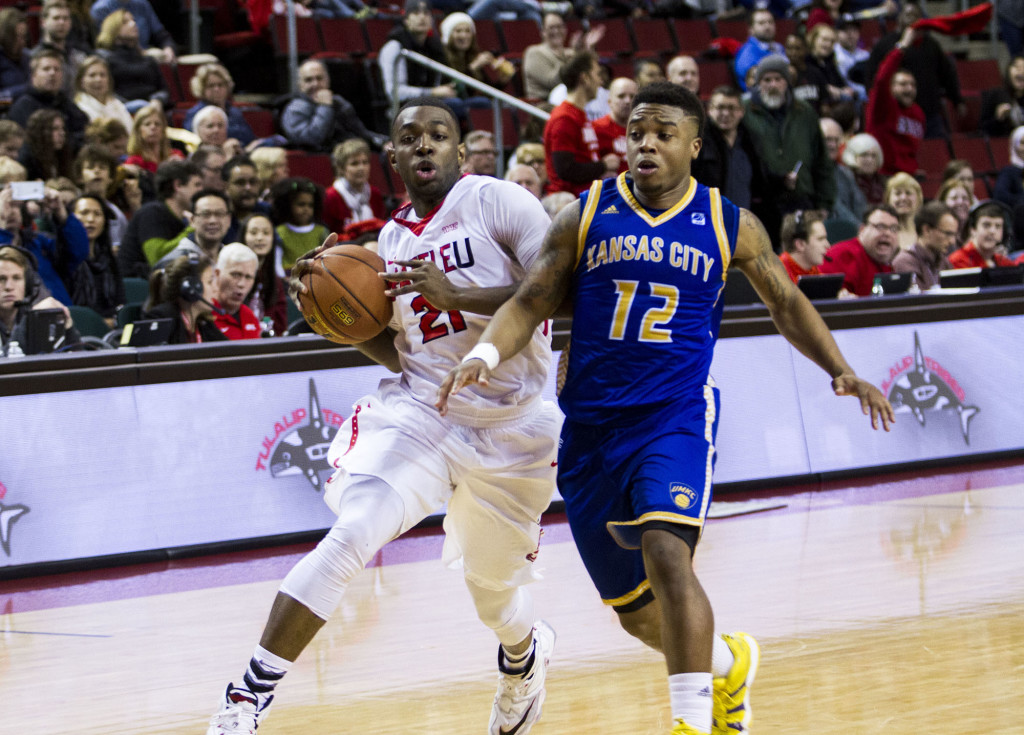Men's Basketball Wins Fifth Straight Game